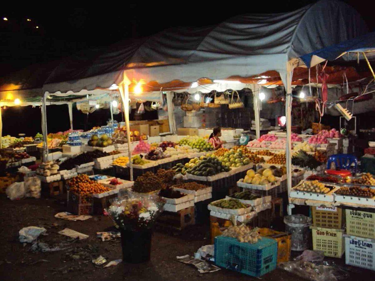 Nightmarket in Pakxe