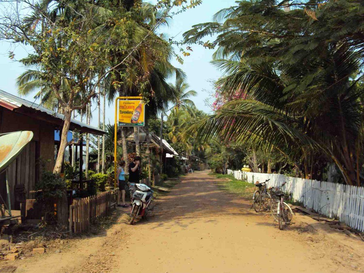 """Die """"Hauptstrasse"""" auf Dom Khon"""