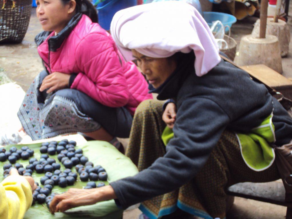Gemüse- und Früchtemarkt in Luang Namptha