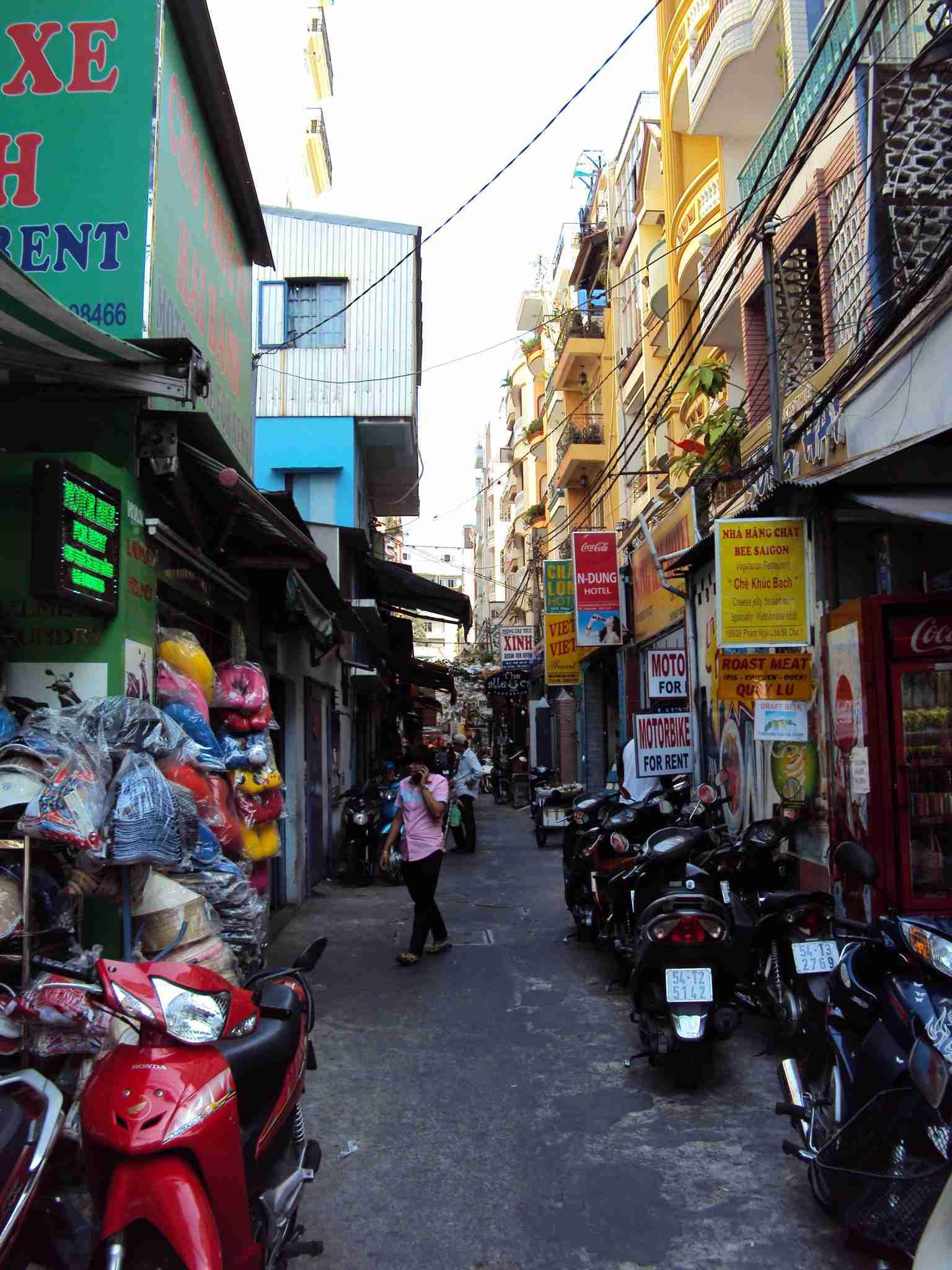 Saigon - dark alleys