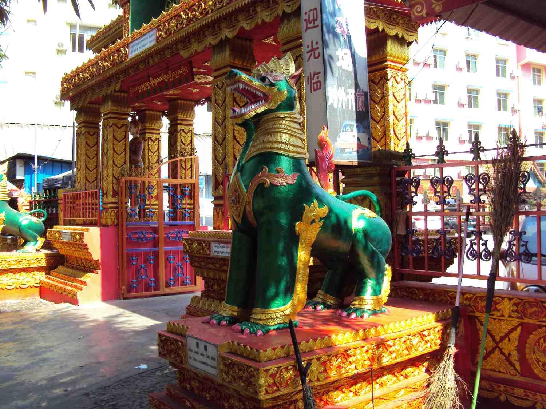 Dragon at the entrance