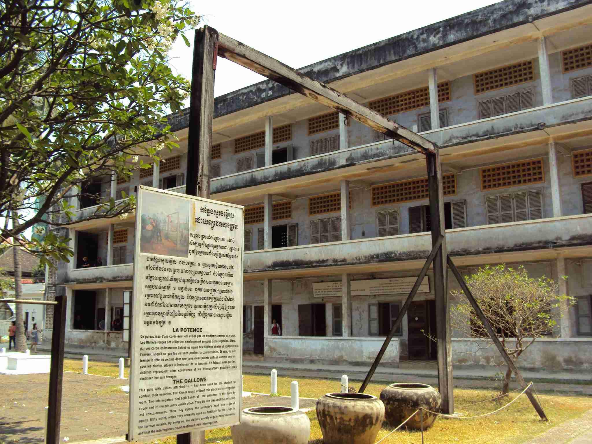 Torture methods in Tuol Sleng