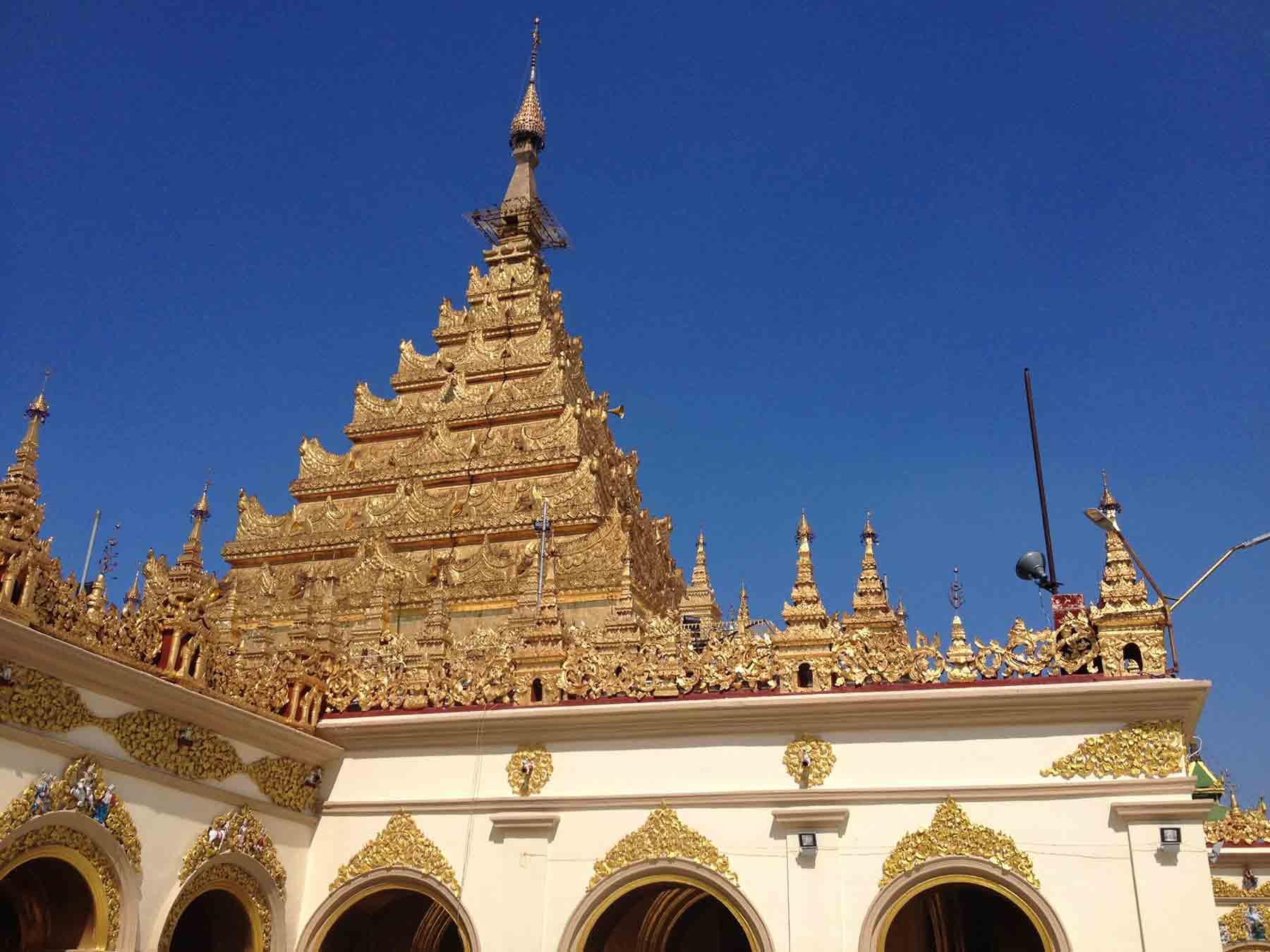 Mahamuna temple in Mandalay