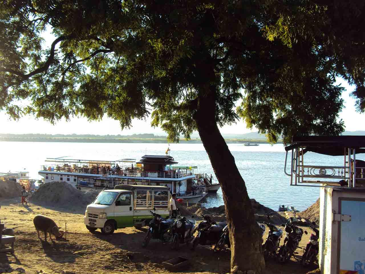Irrawaddy shore in Mandalay