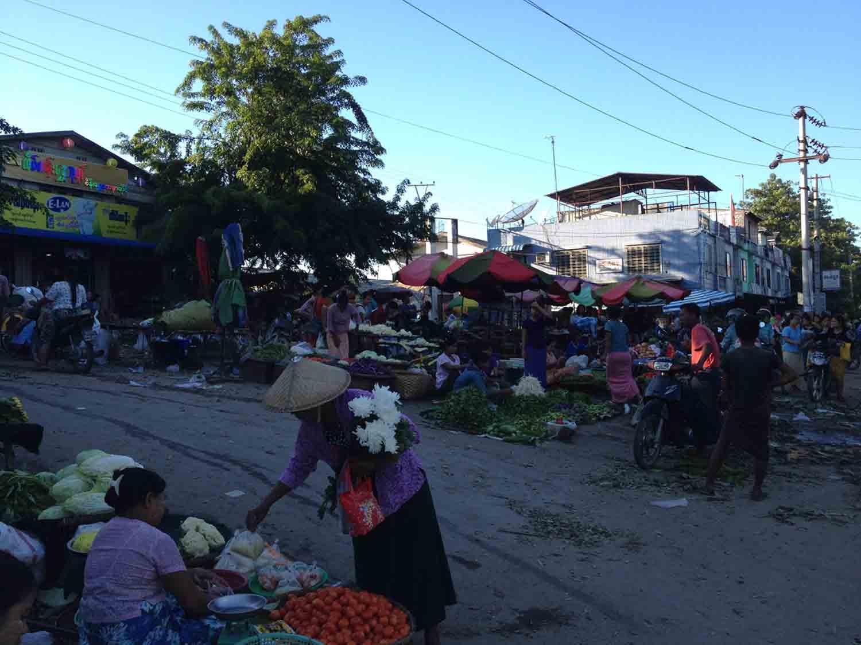 fruit market in mandalay