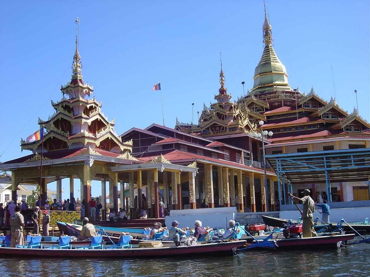 Paläste auf dem See