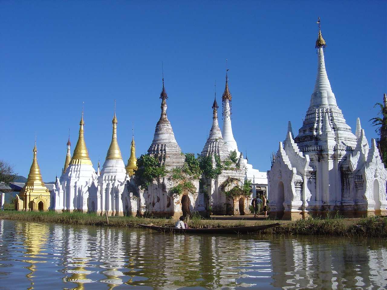 Stupas und andere Heiligtümer