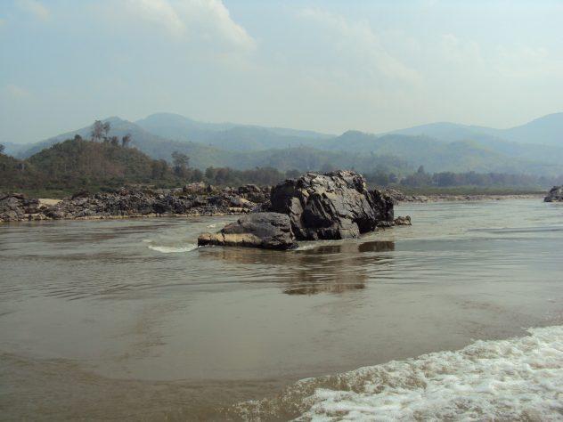 Felsen im Fluss