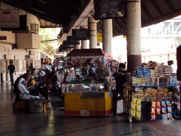 Verkaufsstände am Bahnhof