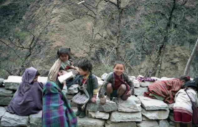 Children near Kali Gandakhi Gorge