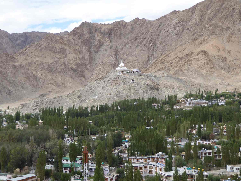 Stupa auf dem Hügel