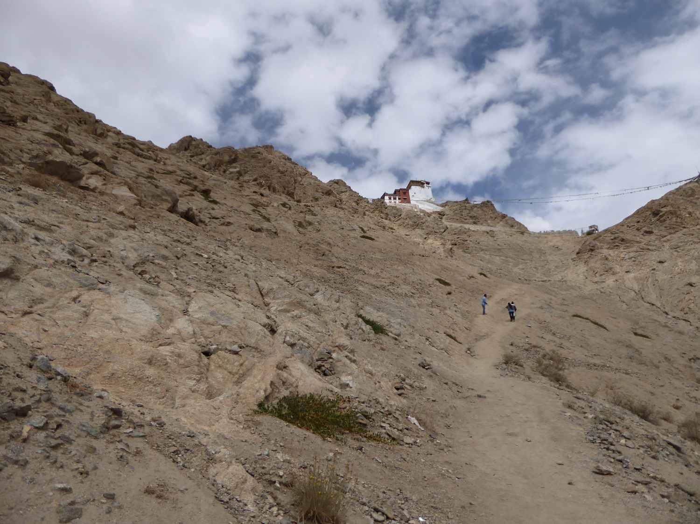 Der Weg hinauf zu den Ruinen