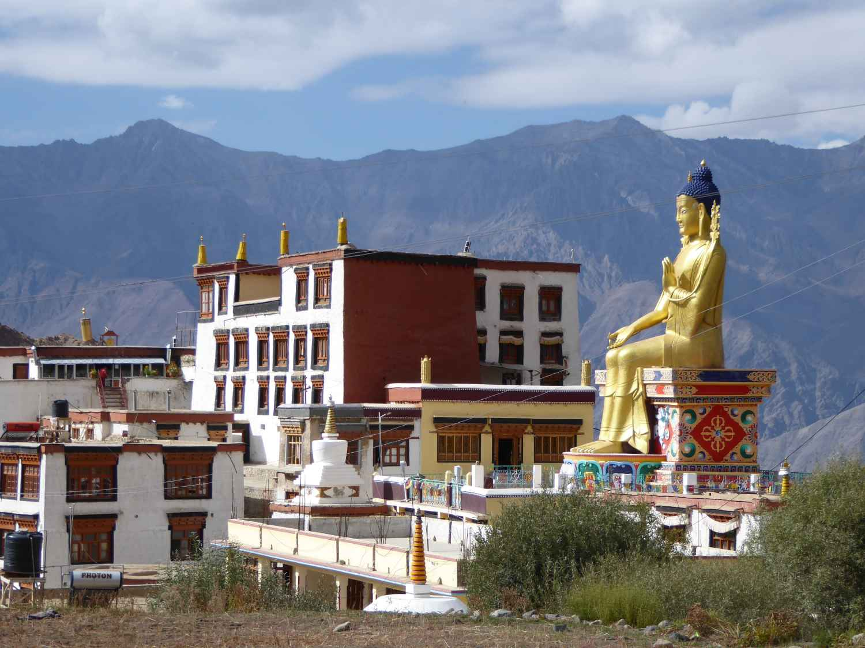 Buddha auf seinem Dachsitz