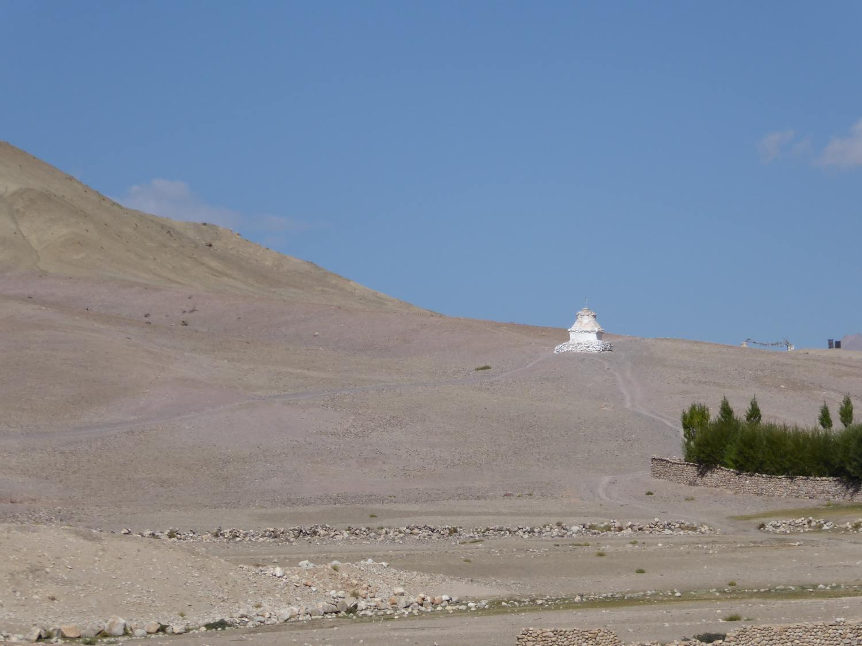 Weisser Turm in der Ferne