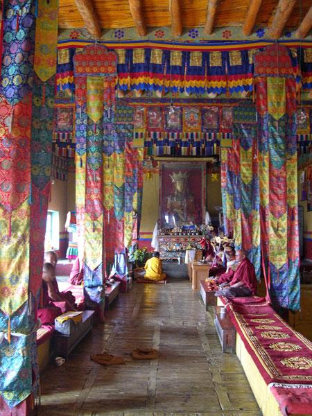 Maitreya im Innenraum