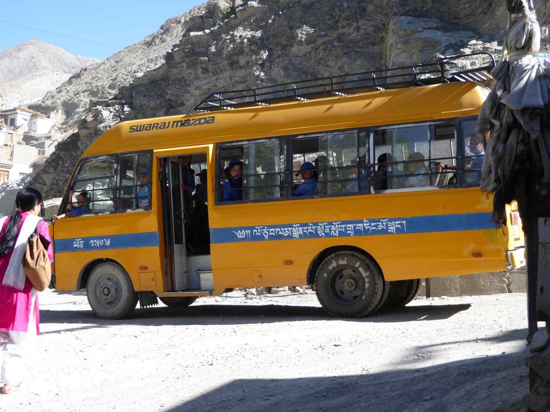 Voller Bus