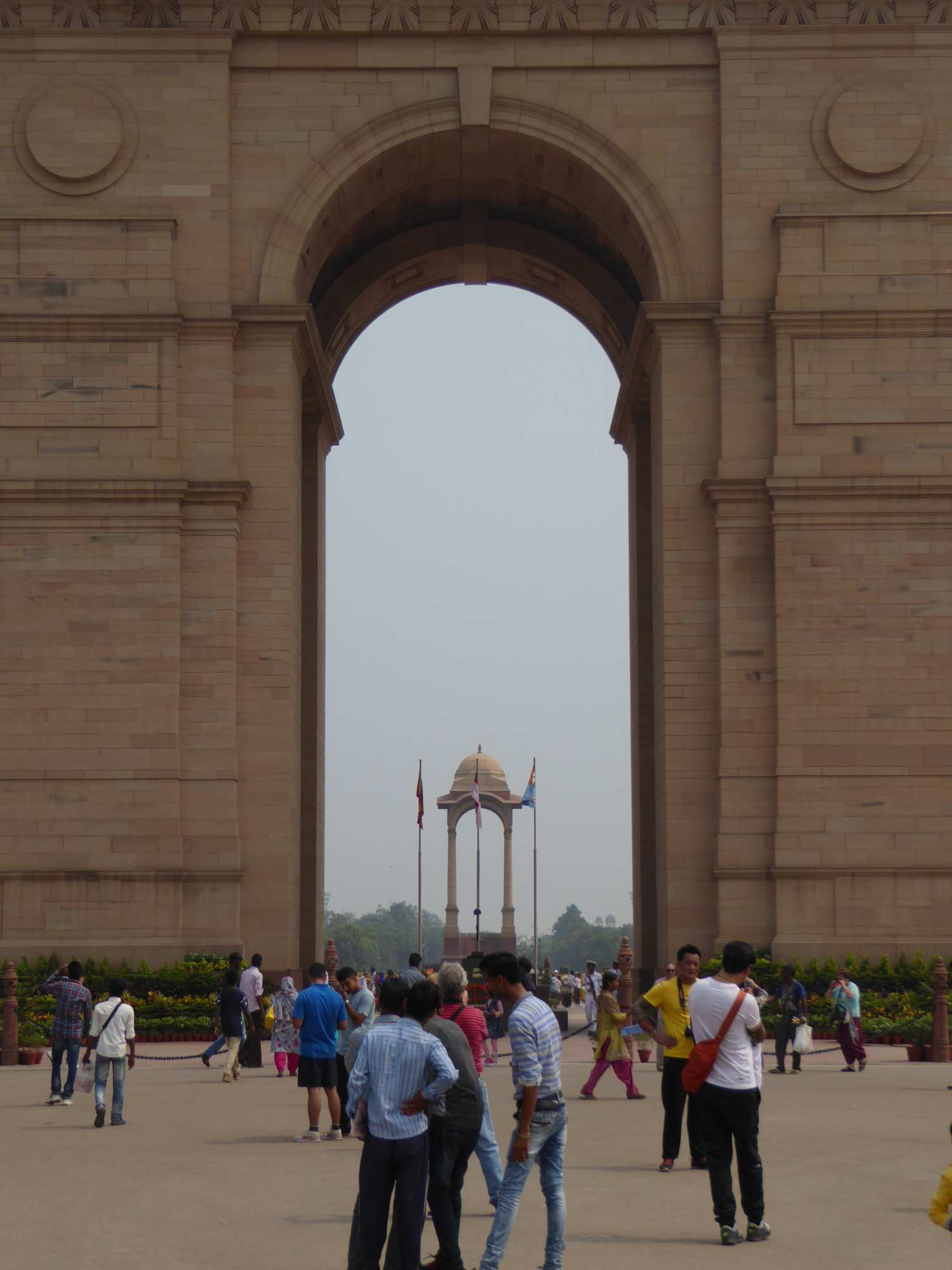 Besucher beim India Gate