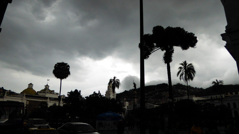 Black sky points to thunderstorm
