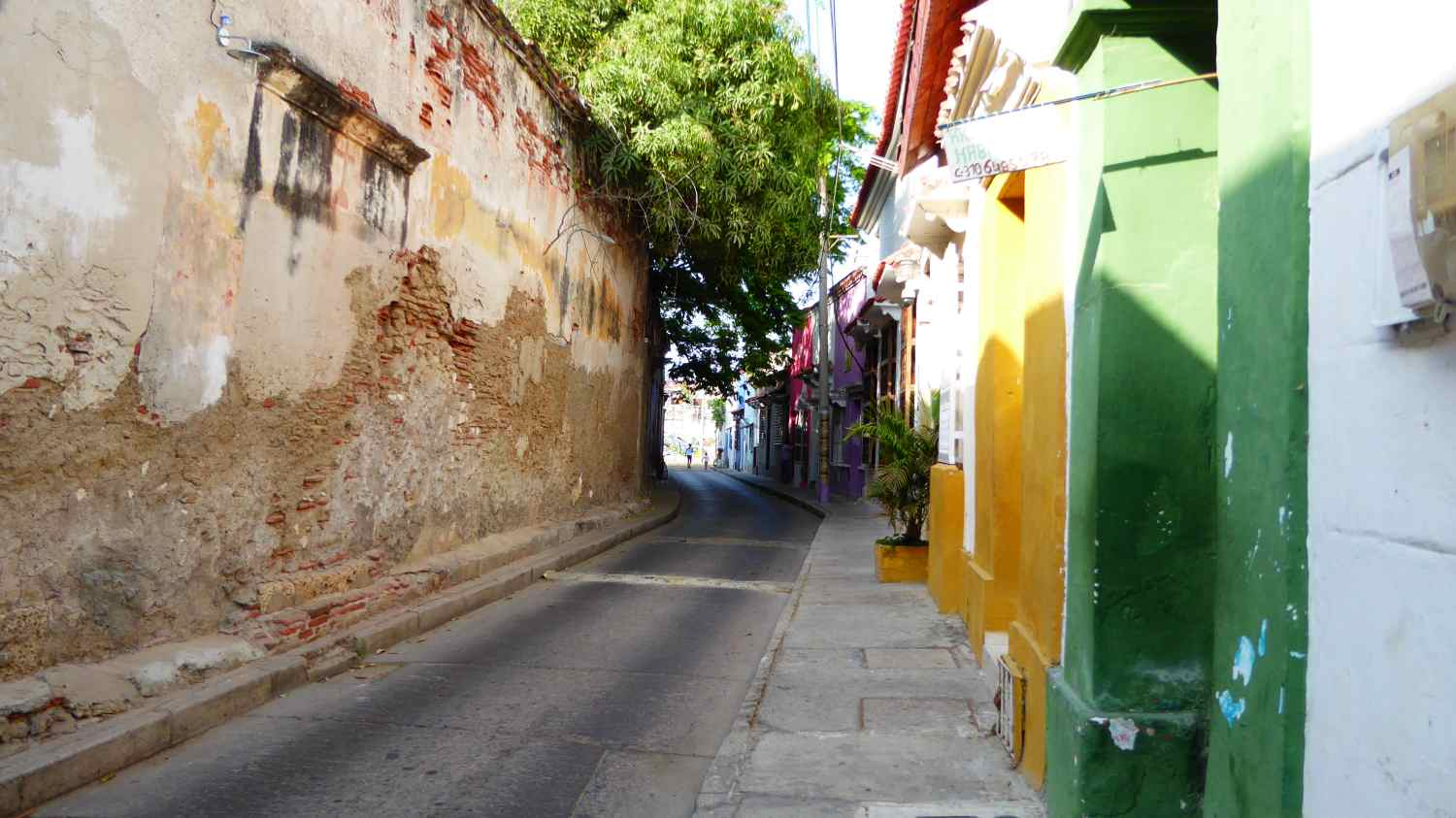 Streets and alleys in Cartagena 1