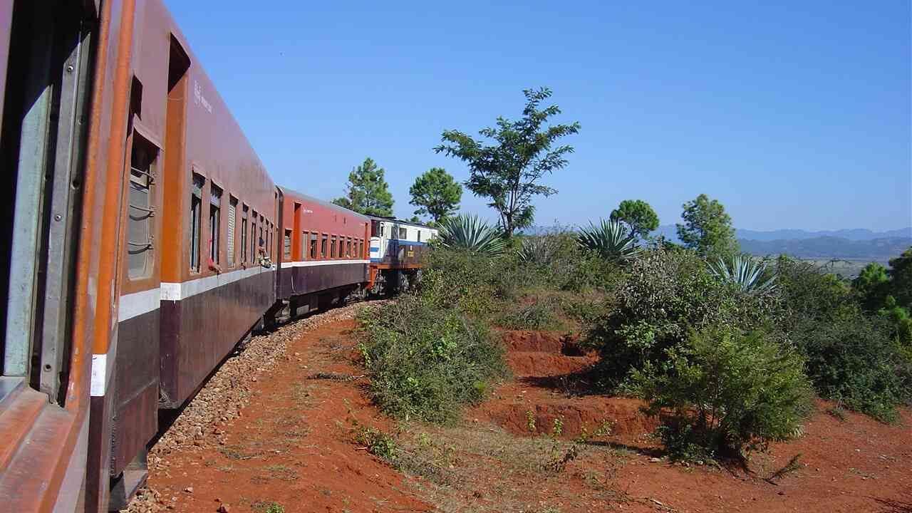Permalink auf:Burma – blauer Himmel, rote Erde