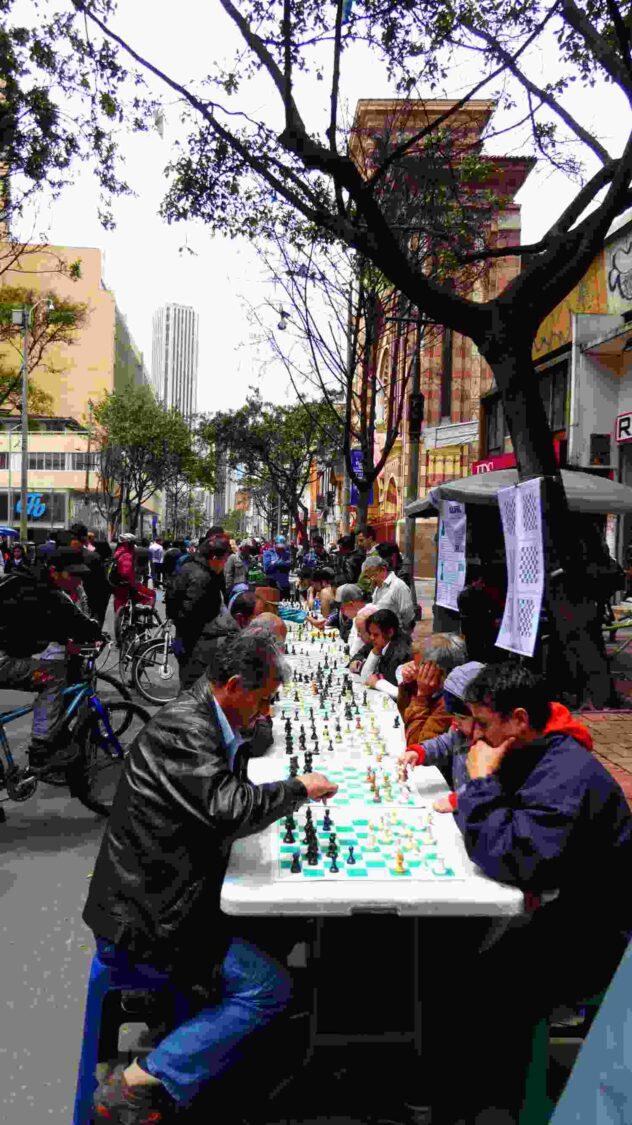 Chess players in Bogota