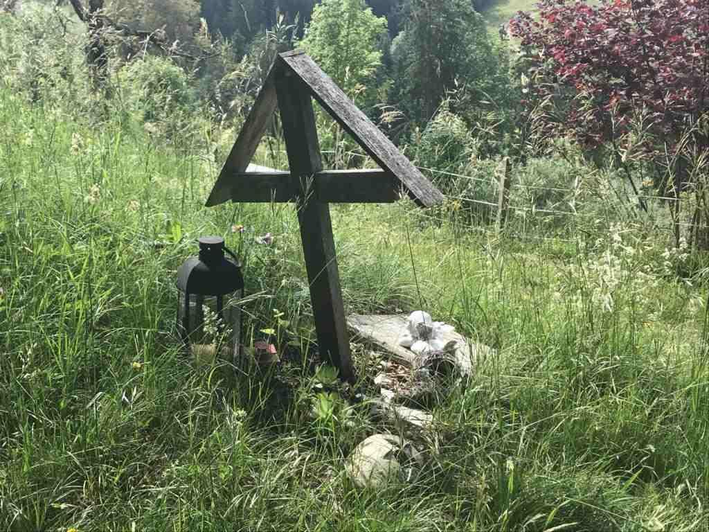 cross by the wayside